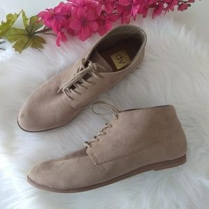 NWOB-  DV Tan Faux Suede Booties Size 8